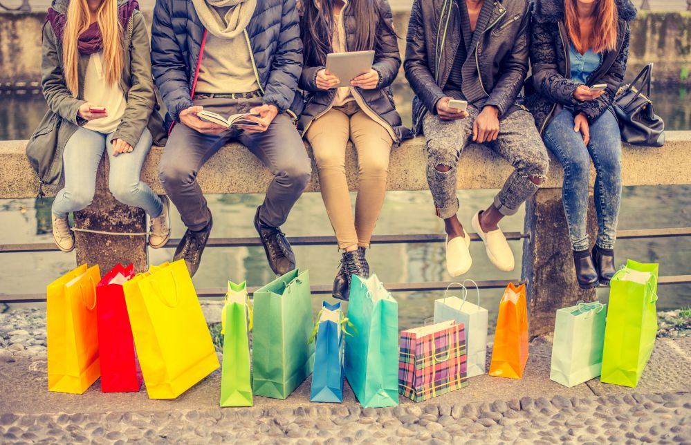Friends with bags | Factory outlets in Tuscany