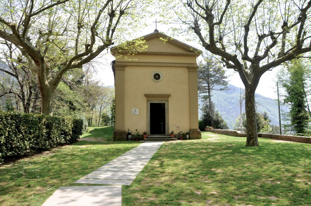 A small chapel among trees and green in Sant'Anna di Stazzema | Films set in Tuscany | Tuscan wanders travel blog