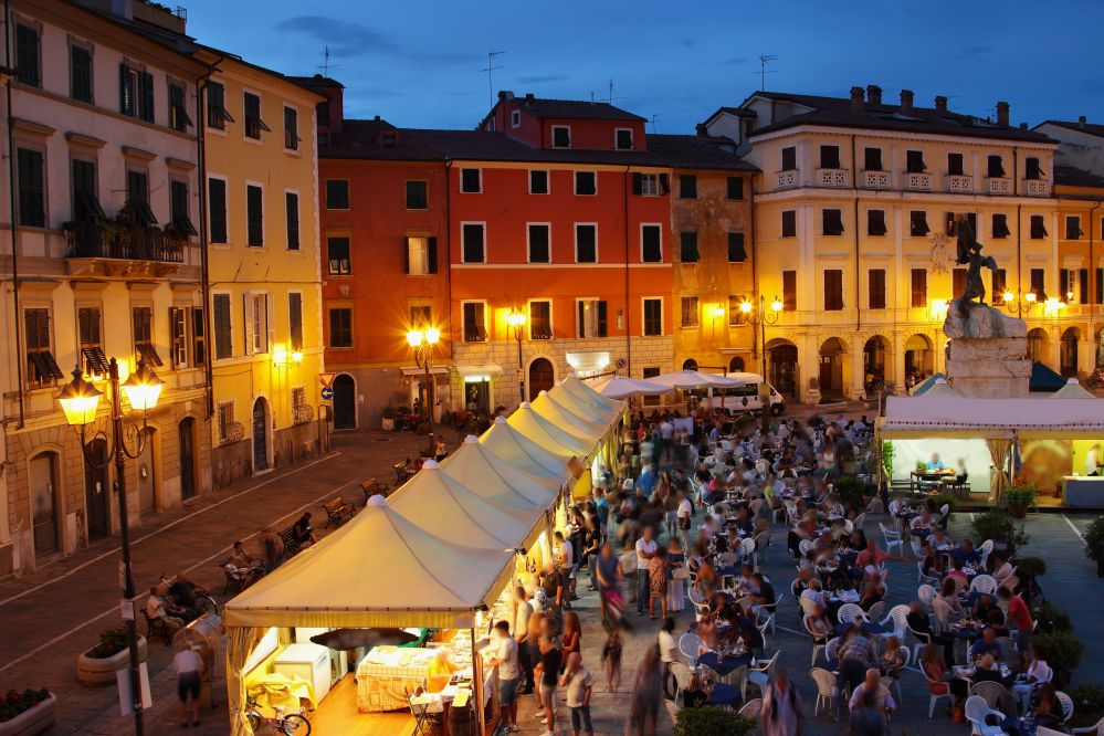 People tasting food in a Tuscan Sagra | Traditional food in Tuscany