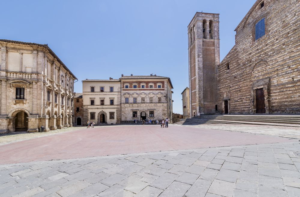 The piazza Grande in Montepulciano   What to see and do in Montepulciano