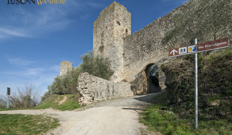 Monteriggioni access road: you can see a sign indicating  the Via Francigena