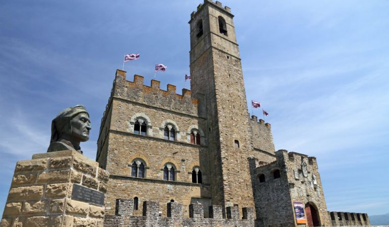 The castle of Poppi was designed by the architects of Palazzo Vecchio in Florence. Can you spot the similarities?