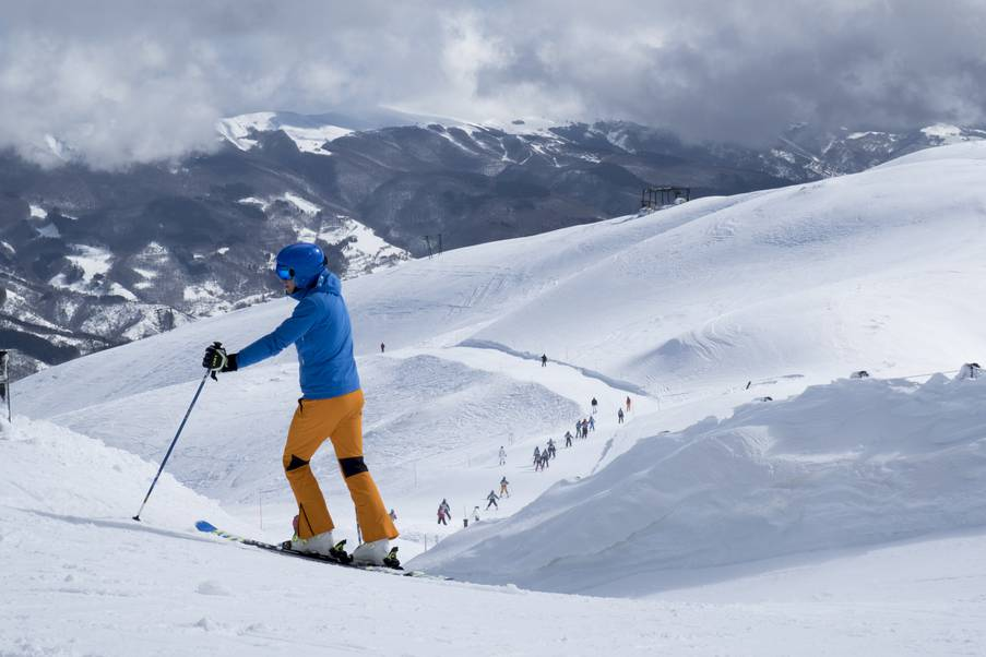 Abetone slopes with people skiing